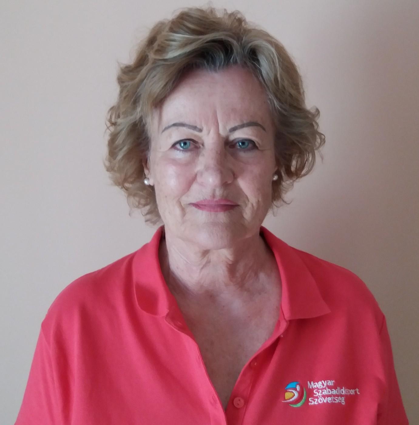 Dr. Tóth Miklósné nyugdíjas testnevelő tanár